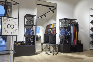 <p>For their Münich showroom, Swix Sport used GRID as shopfitting system. Black and white displays and podiums were customised with hangers, signage, cross-braces and shelves. As shop interior, the units are designed as free standing, wall standing or movable with castors.</p> <p><em>Client: </em>Swix Sport<em><br /> </em><em>Location: </em>MOC Münich, Germany</p> <p> </p>