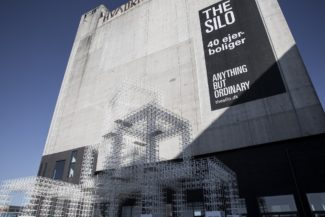 """<p><a href=""""https://www.gridsystem.dk/references/by-havn/"""">This artistic installation by COBE Architects for By & Havn</a> is a good example of the repeated GRID structures strong visual effects. 7 Super Cubes were made from 3,136 white modules for the opening of the North Harbour area of Copenhagen in 2014. Placed next to and above each other the 'basic cubes' were transformed into a complex and sculptural installation.</p> <p>Client: By & Havn<br /> Location: Copenhagen, Denmark<br /> Architect: COBE Architects<em><br /> </em>Photos: Egon Gade Photography</p>"""